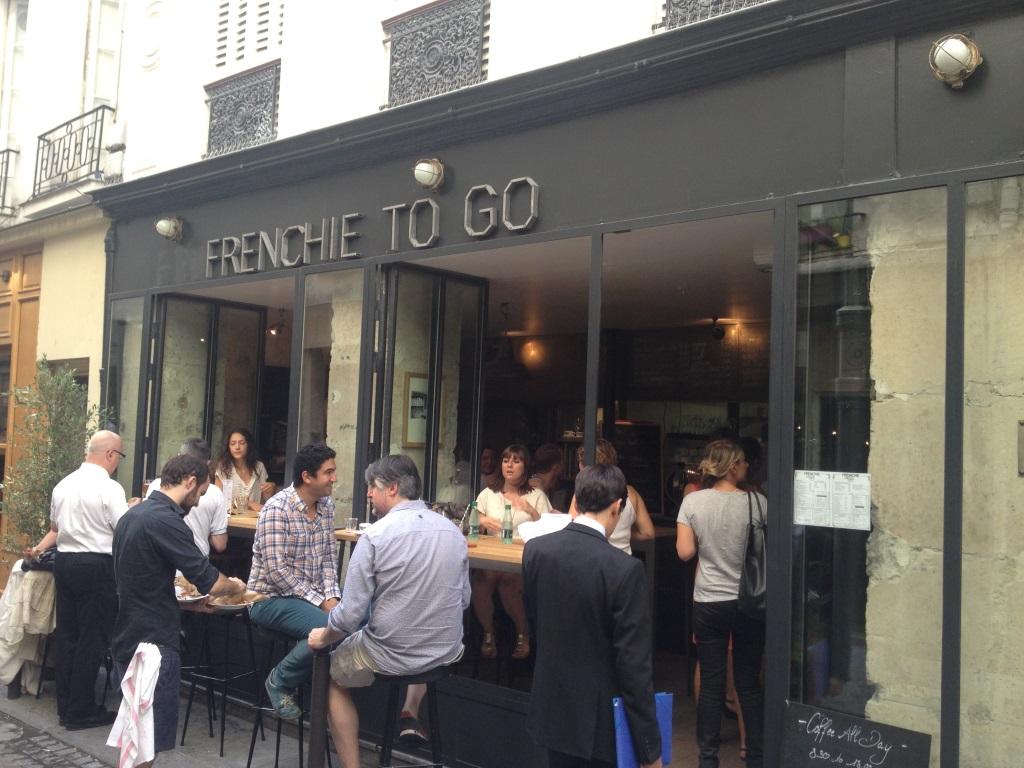 Frenchie_to_go_paris