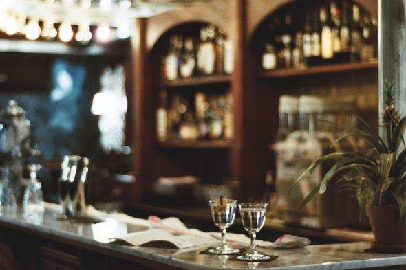Lulu-white-cocktails-Corner glass