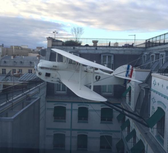 Oiseau-blanc-penisula-avion