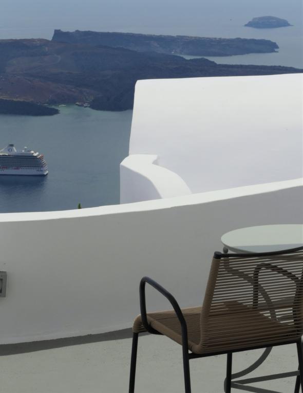 Chromata-hotel-santorin-terrasse-chambre